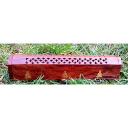 Incense holder with reserve